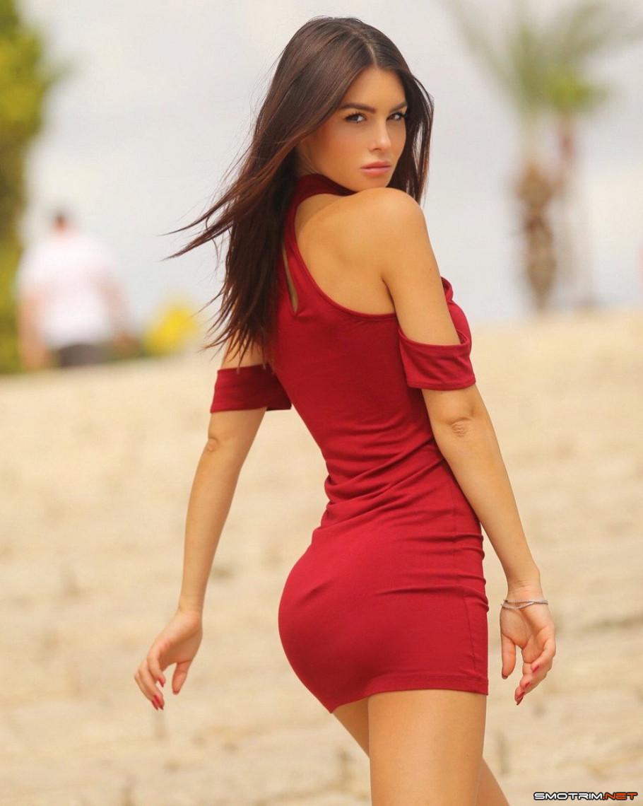 красивые девушки в коротеньких сексуальных платьях работы порноиндустрии