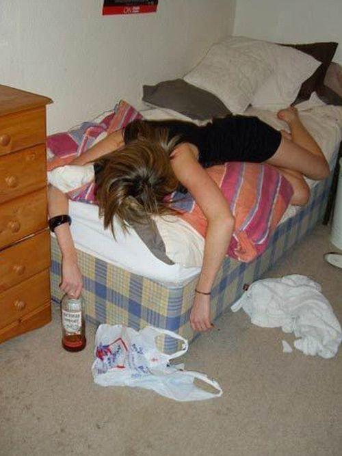 Пьяную девушку онлайн, проститутки на метро рижская