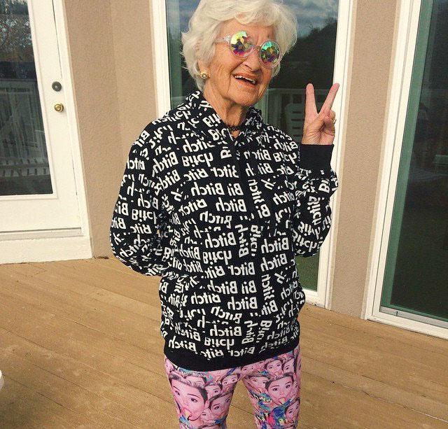 День, фото прикольной бабушки