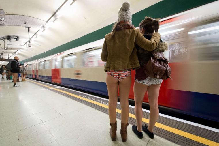 Проститутки станция метро проститутки в камбоджа